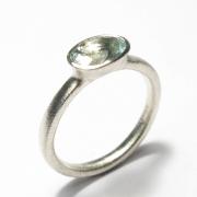 9ct white gold band set wth oval cut aquamarine