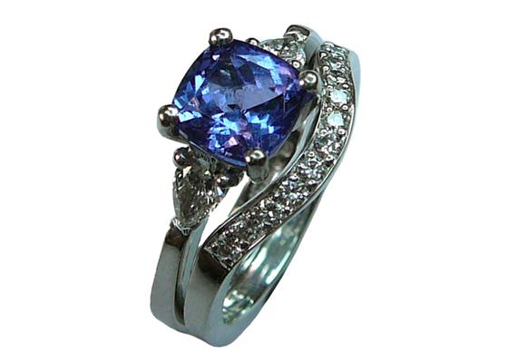 18 carat tanzanite dia ring by Jana Reinhardt