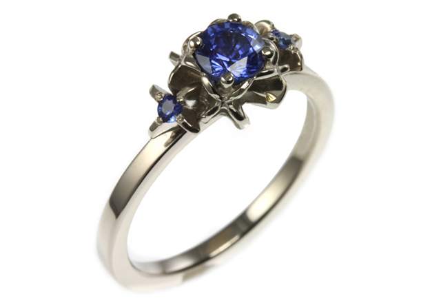 18 carat sapphire ring by Jana Reinhardt