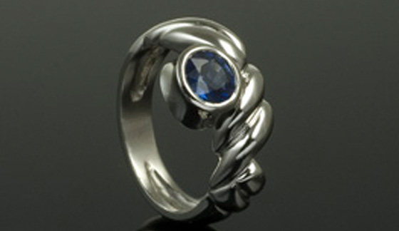 Lou sapphire ring with scrollwork by Anton Kata